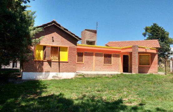 ATC006 &#8211&#x3B; Hermosa casa con pileta a 1 cuadra de la plaza